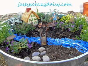 How Does Your {Fairy} Garden Grow? DIY How To Plant A Fairy Garden