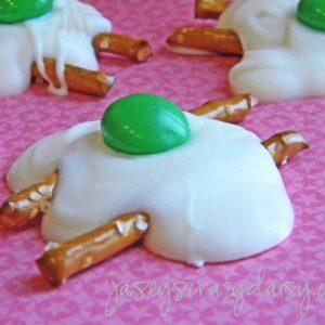 Happy Birthday Dr. Seuss – Green Eggs and Ham Candy Pretzel Treats